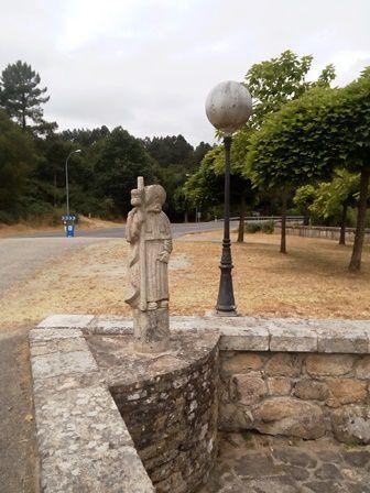 L'église Santiago de Taboada avec une Vierge de Fatima.
