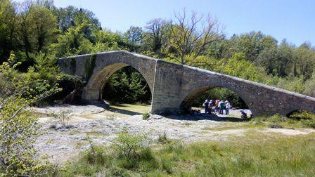 Prieuré de Salagon et pont médiéval.