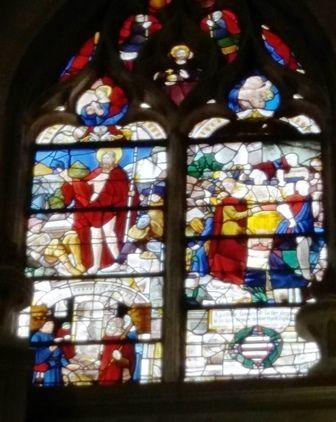 Suévres : église Saint-Christophe et ses vitraux de la légende jacquaire.