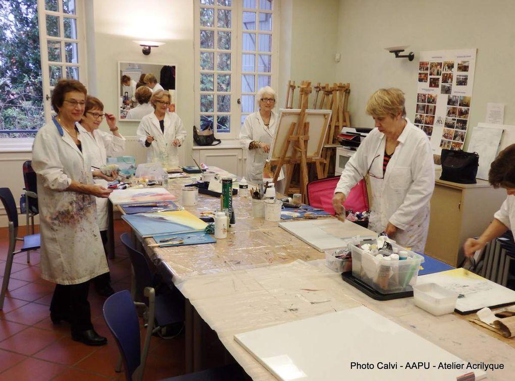 """Une très bonne ambiance dans l'atelier """"Peinture Moderne"""" animé par Anne Calvignac"""