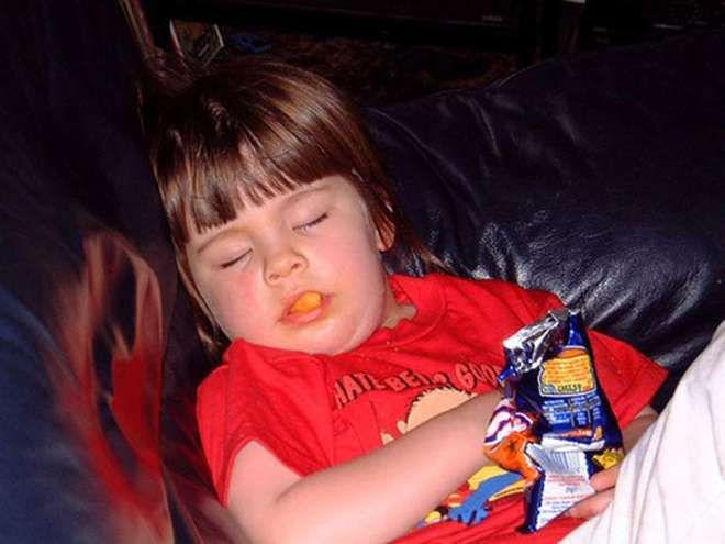 Les enfants s'endorment vraiment n'importe où (PHOTOS)