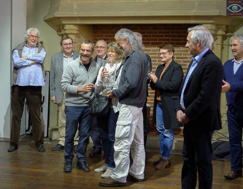 Dimanche matin, discussion à propos des photos, remise du trophée au club gagnant PC Cheminot Clermond Ferrand