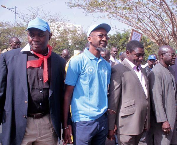 Les enseignants mobilisés marchent dans les rues de Dakar (en Images et Vidéos)
