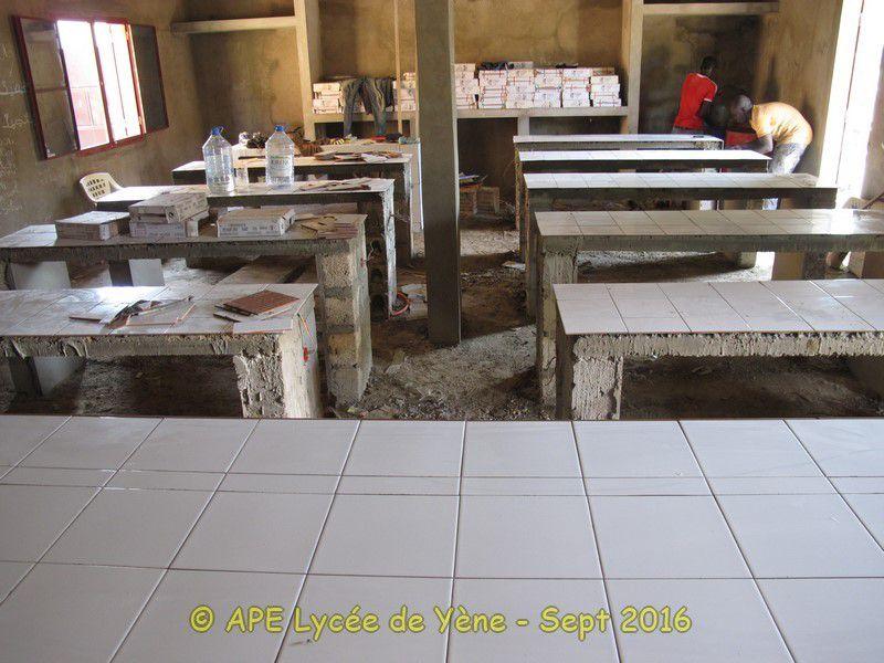 Un laboratoire pour le Lycée - Pose du carrelage