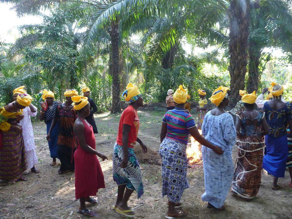 Il coloro giallo, simbolo della societa bondo che rispetta l'integazione delle ragazze e donne