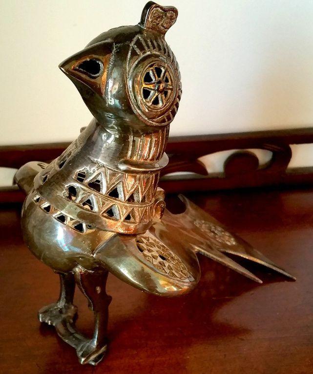 Ancien  Brûle-parfum en métal argenté en forme d'oiseau.