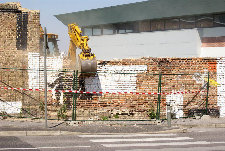 Destruction du mur du Colonel