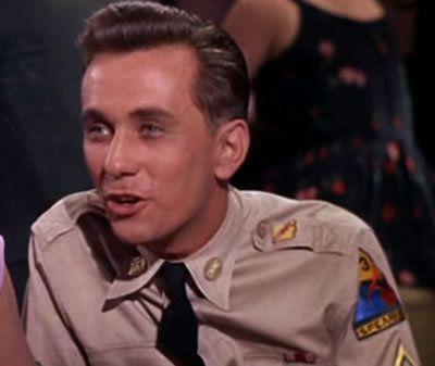 Café Europa en uniforme de Norman Taurog avec Elvis Presley - Juliet Prowse - Robert Ivers