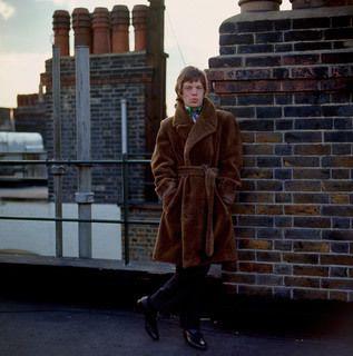 Planche contact : les Rolling Stones à Primrose Hill, Londres 1966. -   Keith Richards chez lui, Redlands 1966. -   Mick Jagger sur les toits d'Harley House, 1966. © Gered Mankowitz