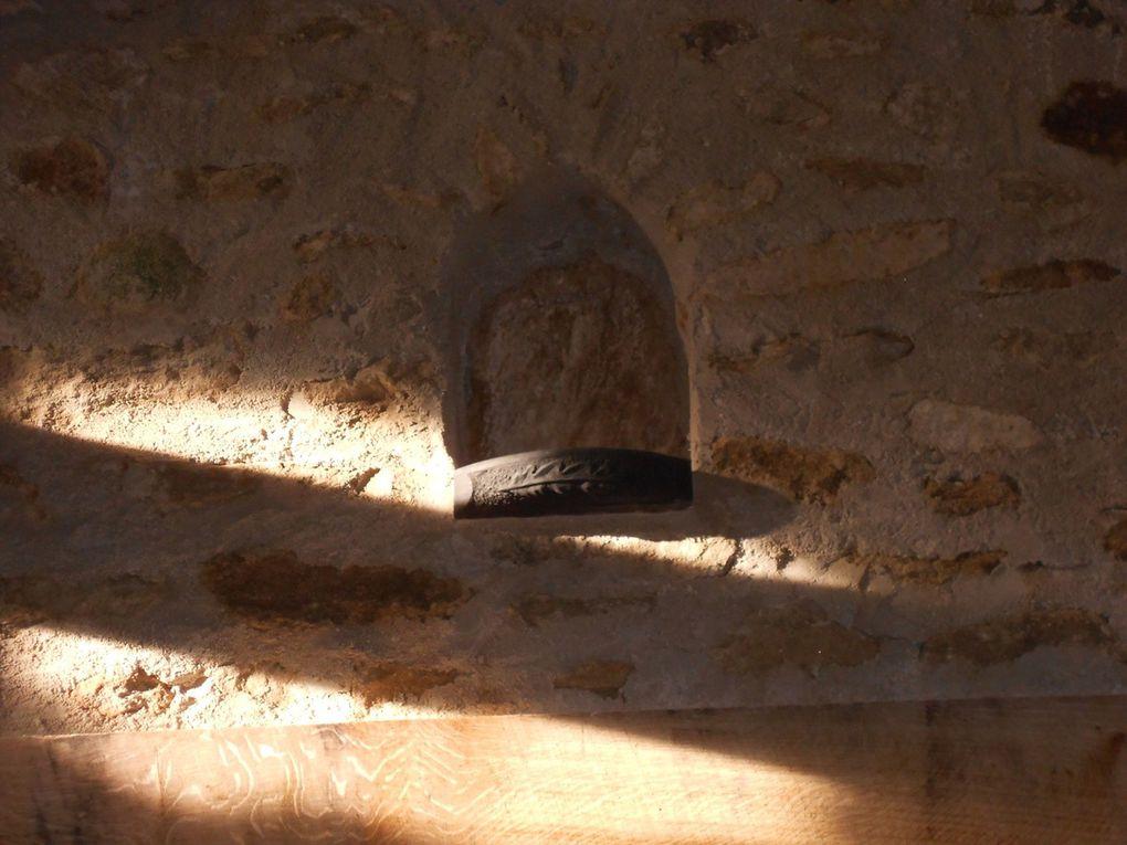 Lundi 1er Février entre 15h41 et 16h48, le soleil en traversant l'oculus vient se refléter sur le mur puis jusqu'à la niche à la feuille de chêne qui abritera... ???