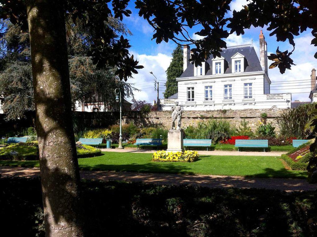 Vues d'hier et d'aujourd'hui Parc du Thabor à Rennes. La Médaille de La Loge Lumière N°42 OR de Tel Aviv
