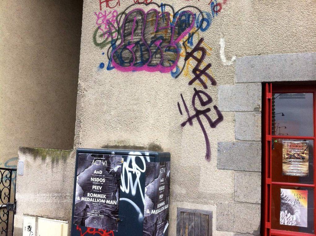 """Ce jour à 12h dans le Centre Historique et touristique de Rennes.La pratique illustrée des """"bonnes moeurs"""" suivant l'ancien slogan de la Ville Vivre en Intelligence, remplacer par le médiatique Vivre ensemble, en attendant peut être le survivre ensemble !"""