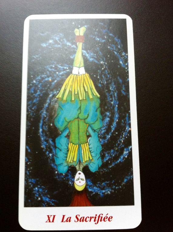 Tarot Divinatoire l'on remarque la sacrifiée au matérialisme