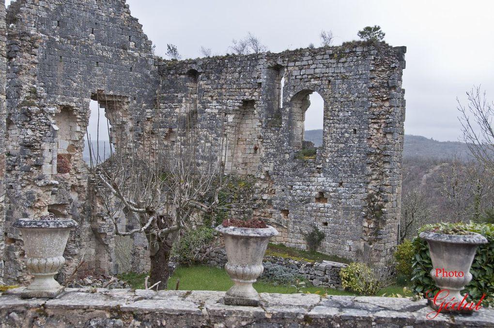 2 photos : Ruines du château. Jaïka Macmanouche.