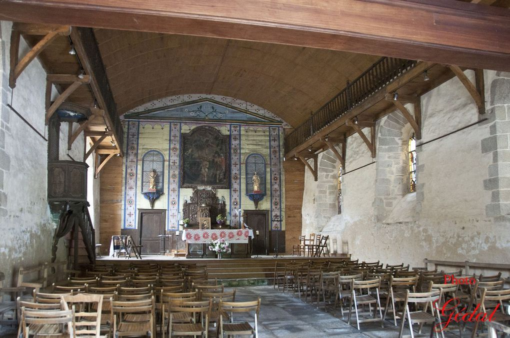 2 photos :La chapelle des pénitents blancs.