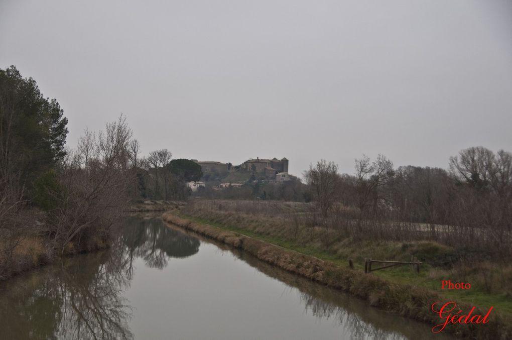 Diaporama : 5 photos. Vues superbes sur le canal et le château.