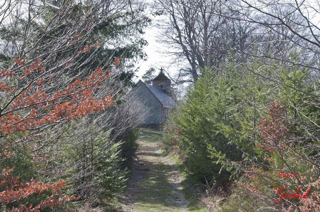 Diaporama : 4 photos. Au bout du chemin, la chapelle du Rat.