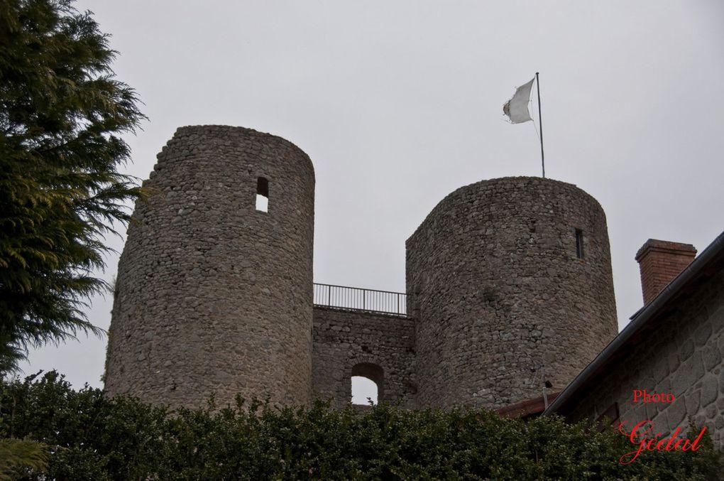 Diaporama : 4 photos. Vestiges du château fort.