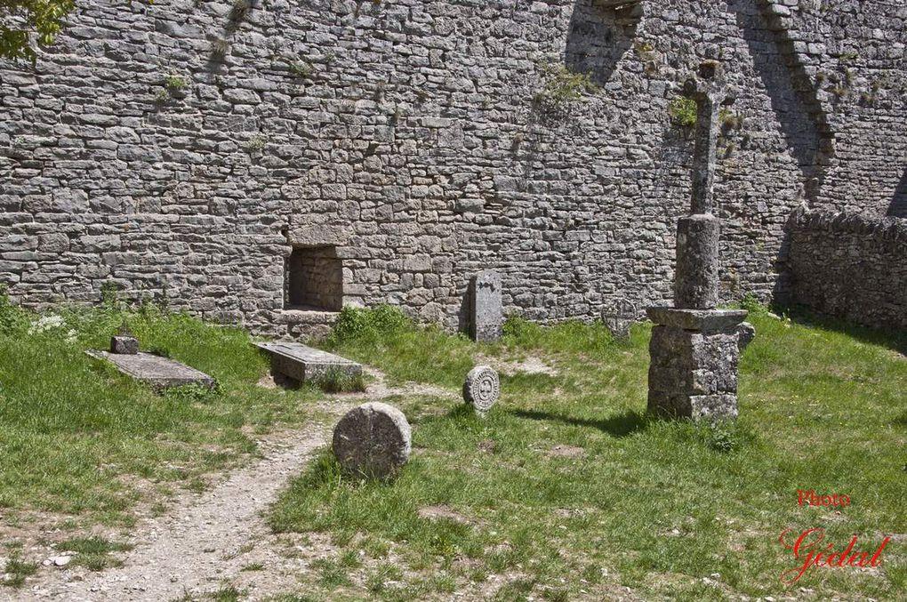 Le cimetière des Templiers, l'Eglise.