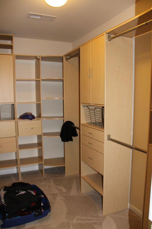 master bedroom avec son dressing et sa salle de bain