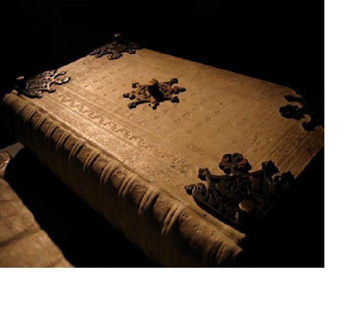 Ici, des extraits de manuscrits et tapuscrits originaux en langue turque ou en traduction française.