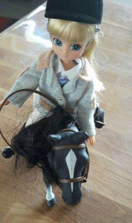 Lottie à dos de poney !