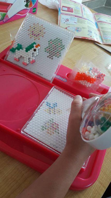 L'atelier Arc-en-ciel Aquabeads : créer des motifs avec des perles et de l'eau !!!