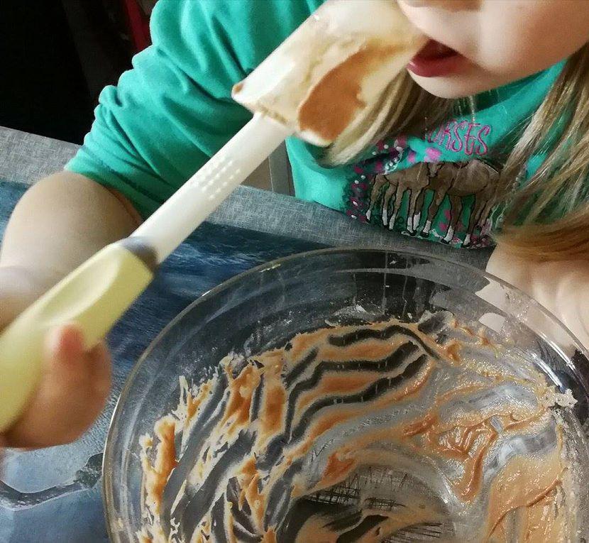 Y'a une gourmande par ici qui adore lécher les plats...