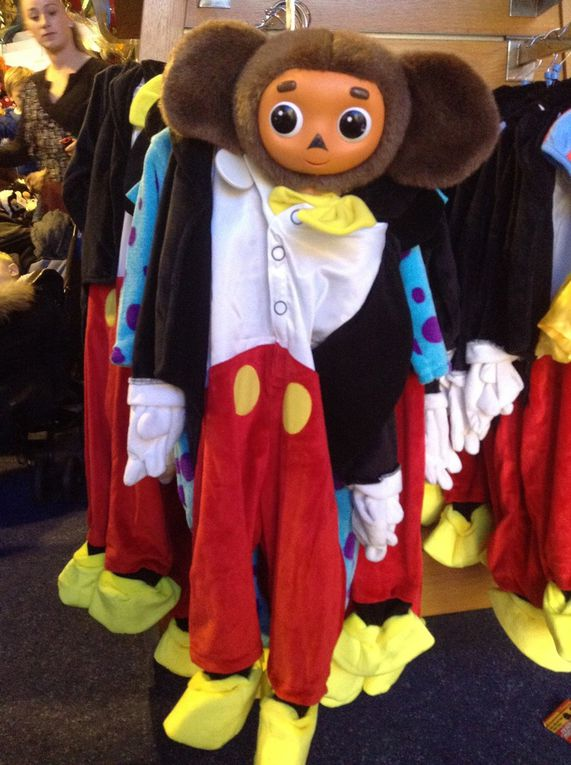 Чебурашка едет в Дисней Вилладж / Tchébourachka va à Disney Village!