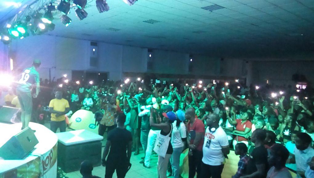Eljie, Minks et Naith Cool au Concert dde MHD à Douala