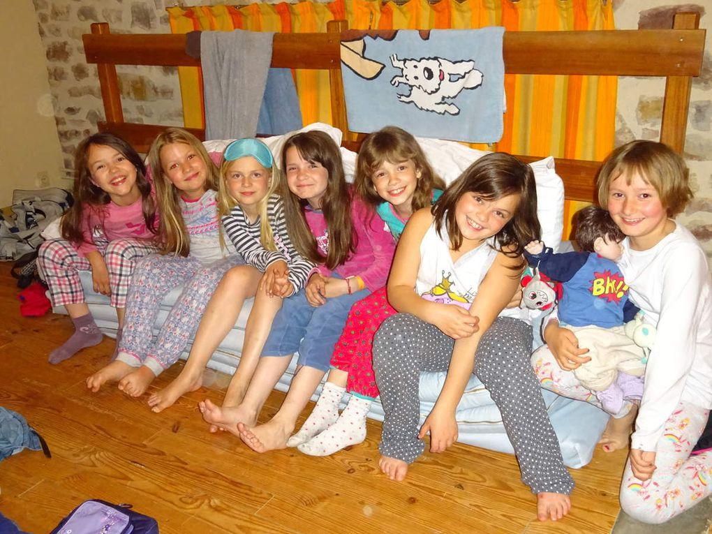Manger, dormir et se laver tous ensemble: c'est très sérieux et très amusant!