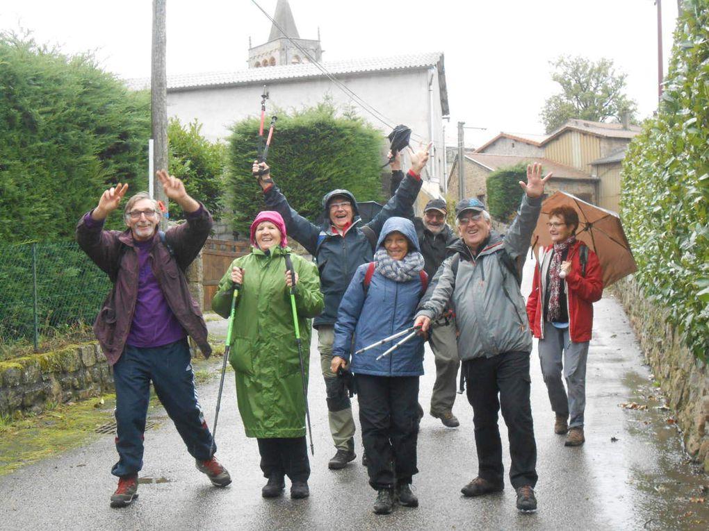 A la sortie du resto, les esprits s'échauffent et on se lache mais attention il reste quelques kilomètres et heureusement la pluie s'est arrêtée. Merçi a tous pour la bonne ambiance et à bientôt.