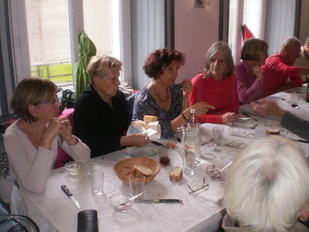 A St Nizier, on vient y manger la morue bien préparée discuter entre nous et prendre un moment convivial et on s'aperçoit que là, on a doubler de 26 on est passé a 46 comme pour la multiplication des pains .Bizarre non.