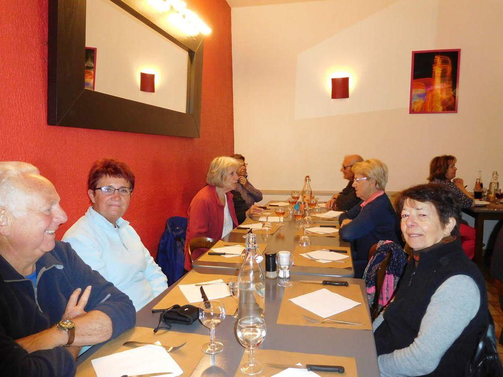 Puis repas à l'Hôtel des Voyageurs à Bonson.