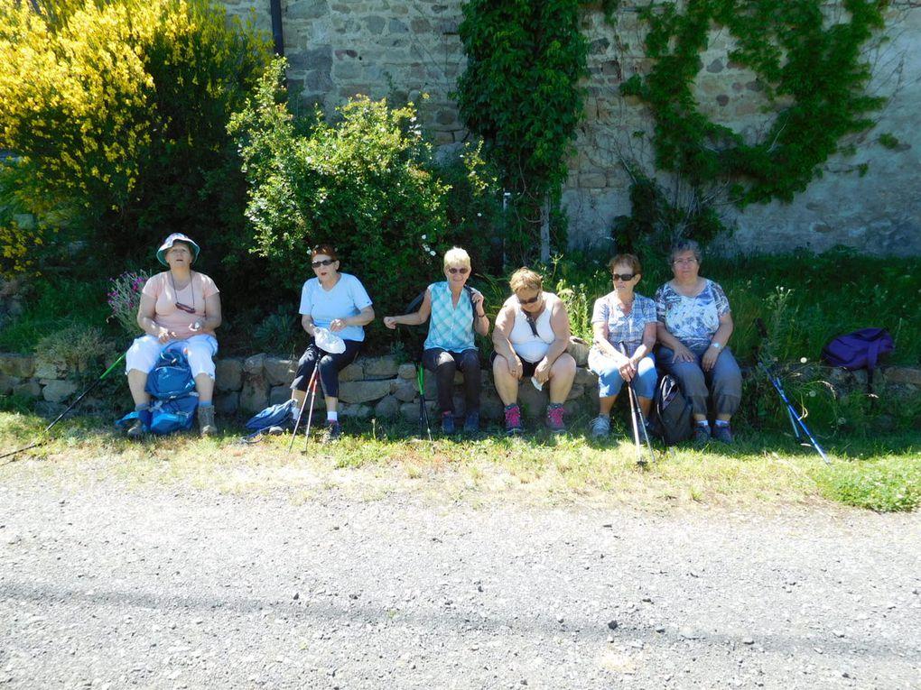 Le 1er groupe arrivé à Margerie attend patiemment à l'ombre le retour du 2eme qui arrive enfin après avoir beaucoup transpiré, malgré un parcours le long de la Mare très ombragé