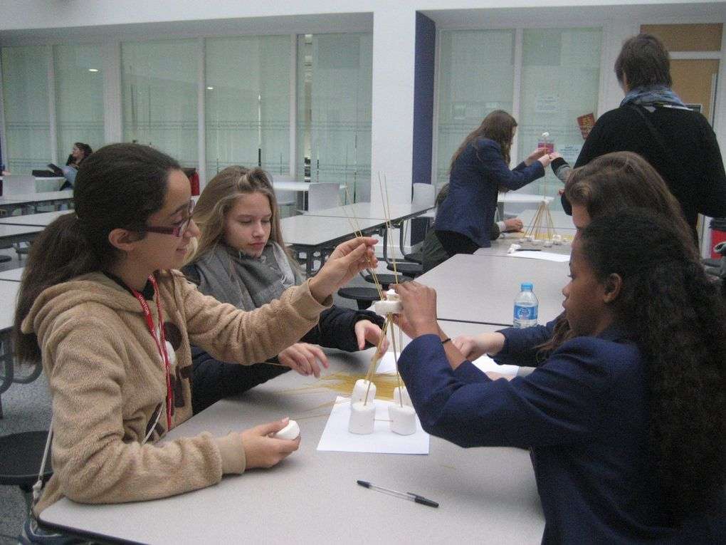 During the mobility in England, English Portuguese and French tried to meet each other after an original activity: build the highest Tower with sticks and Chamallow.