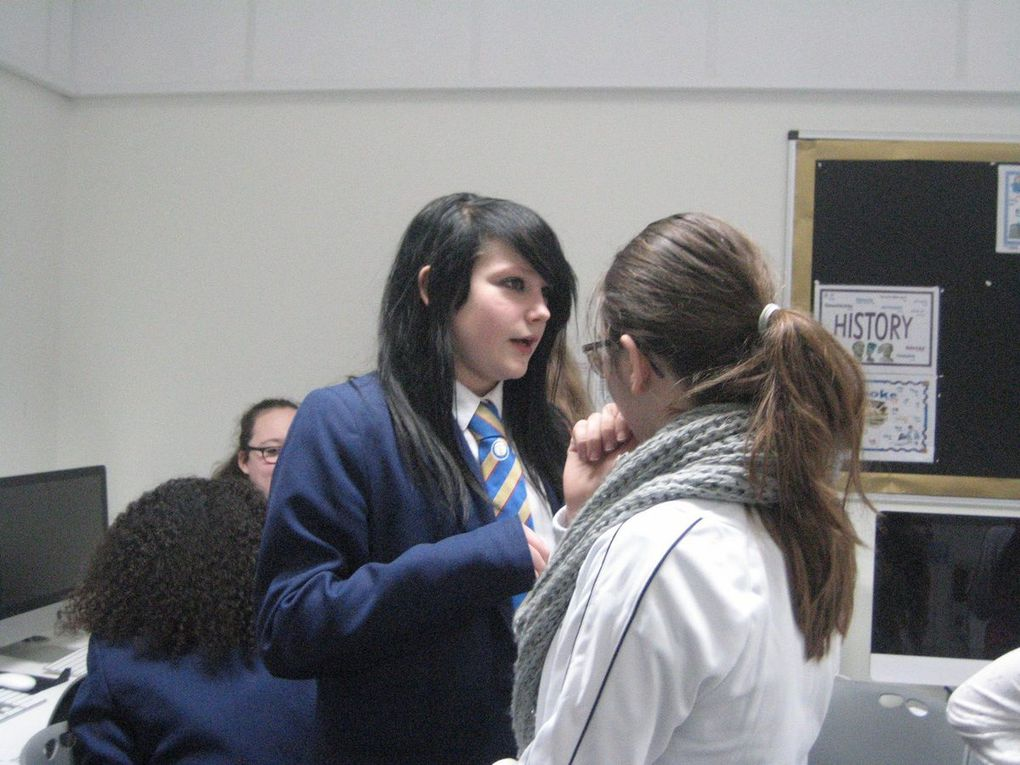During the mobility in England, pupils had Art workshops which covered illustrating emotions, feelings, attitudes with photos. Students was shown how to present and catch human emotions, how to decode them and interpret. They studied body language, gestures, facial expressions, notice the mood and relationship between people appearing in the pictures.