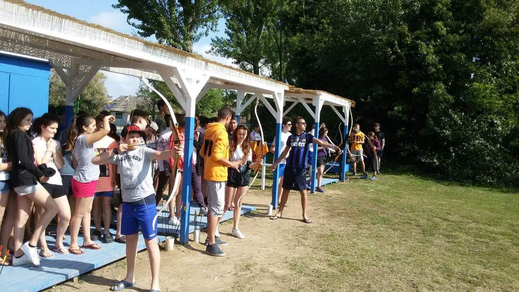 Sport activities in our school  contribute to our students' wellness, encouraging them to spend more time outdoors. A group of 90 students took part in the volleyball camp at the seaside. They also did archery and other open air sports