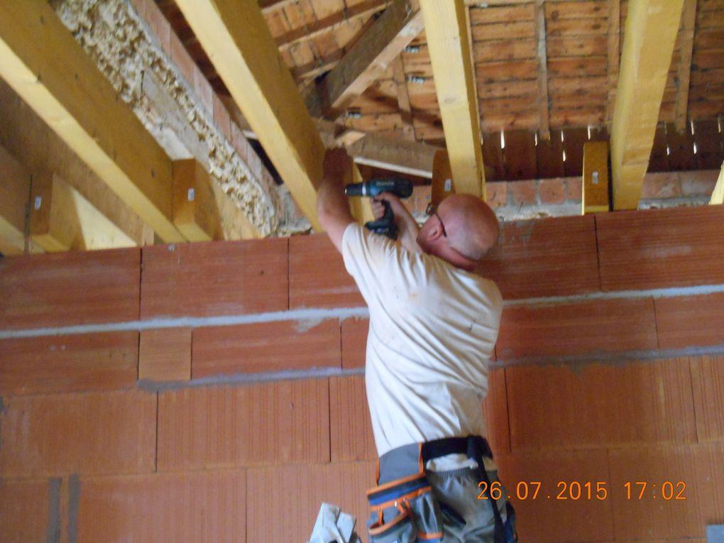 Pose des suspentes de fourrures sur les madriers avant la pose du placo pour les plafonds