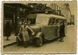 les photos de l'autocar et de la juvaquatre sont sur les sites de passionnés de voitures anciennes &#x3B; la vache haut-pyrénéenne Cerise &#x3B; charrue ancienne &#x3B; cartes anciennes du marché delcampe