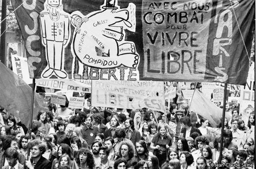 voir site  www.photos-mai68.com : à voir ou à revoir : mai 68 était un rêve éveillé...