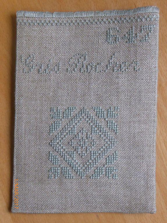 Comme je fais parti du grand club des têtes de linottes, j'ai oublié sur certaines pochettes le liseré de croix en quinconces