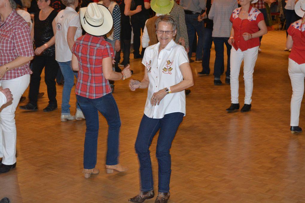 Superbe bal, encore une soirée très agréable avec Elodie, Sylviane, Pat, Annie, Agnès, Maria et Véro