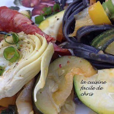 Linguine à l'encre de seiche, chorizo et petits légumes