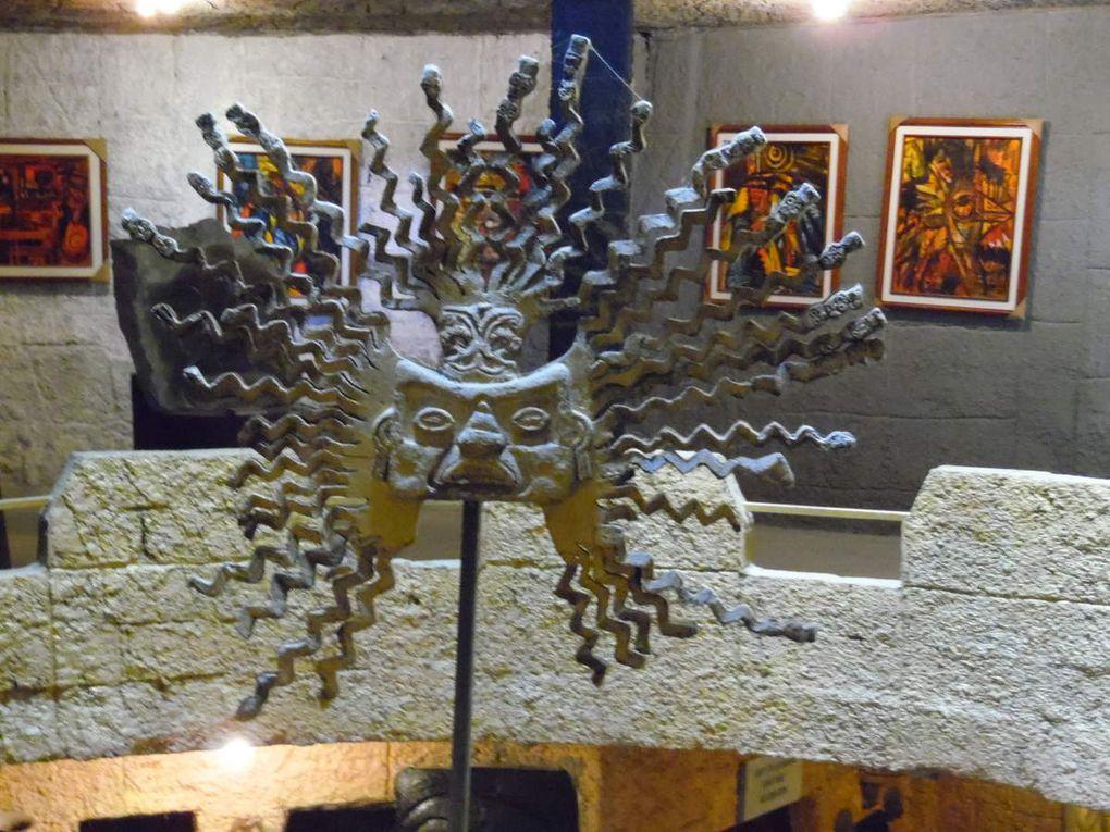 La Mitad del Mundo et El Museo Templo del Sol