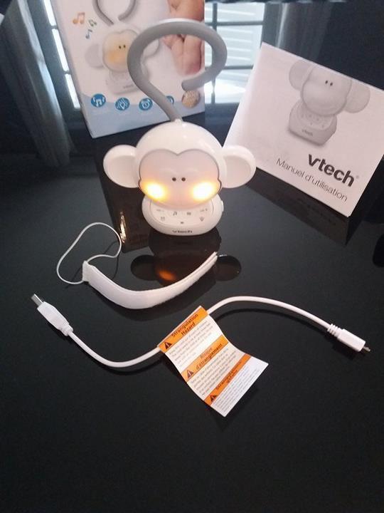 Louni est vendu avec son manuel d'utilisation, son câble USB et sa bande à scratch