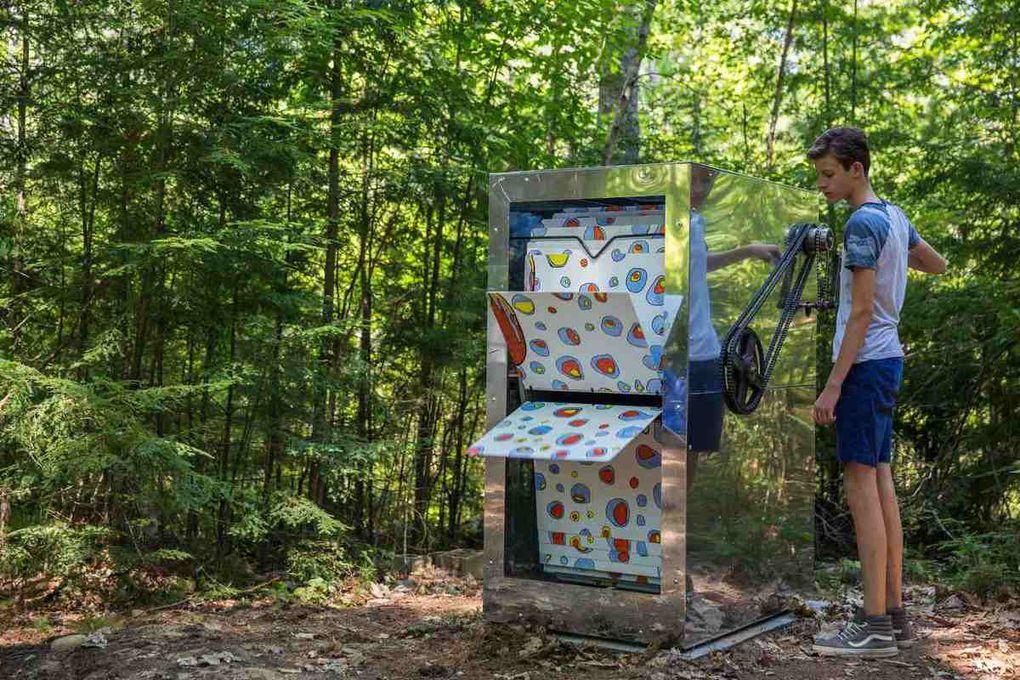 USA - Divers - Photos - Art. Une forêt de flip-books géants aux Etats-Unis.