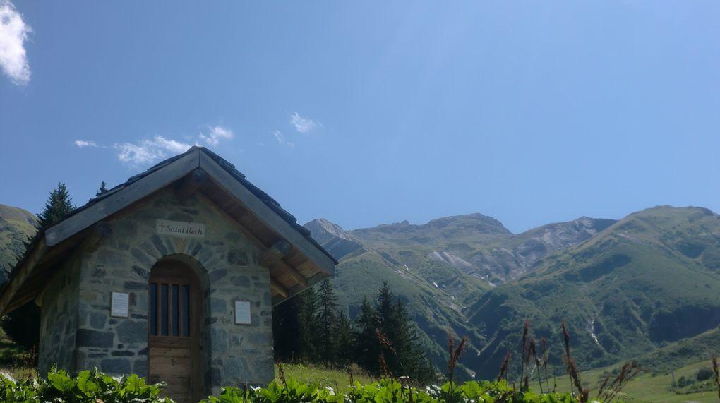 Hameau du Prariond vers 1600 m. Nous en profitons pour faire une halte désaltérente au restaurant d'altitude.