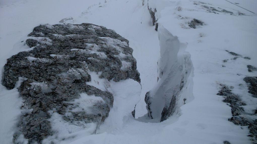 Laurent s'en donne à coeur joie sur cette belle crête rocheuse.