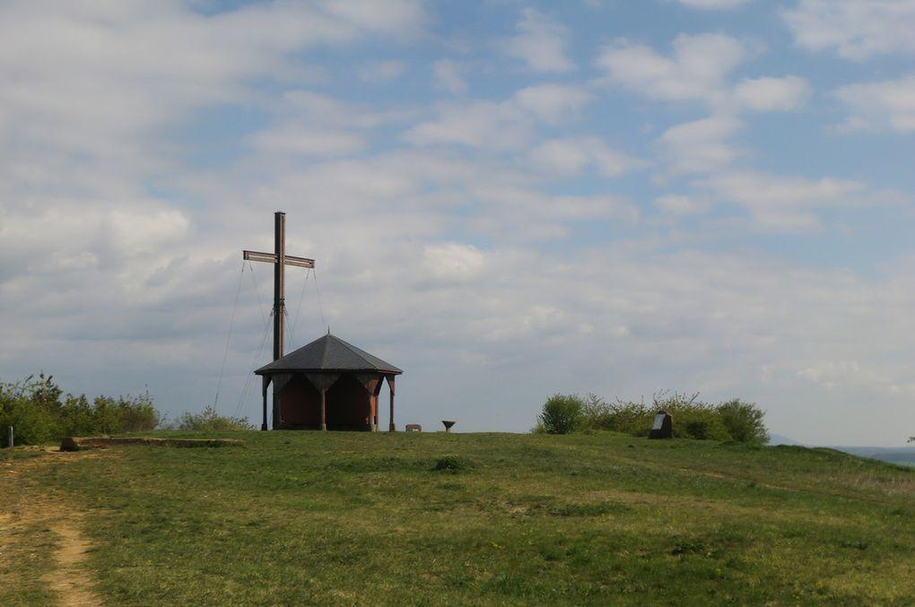 La gloriette et la croix du Bastberg, haute de 7 mètres.